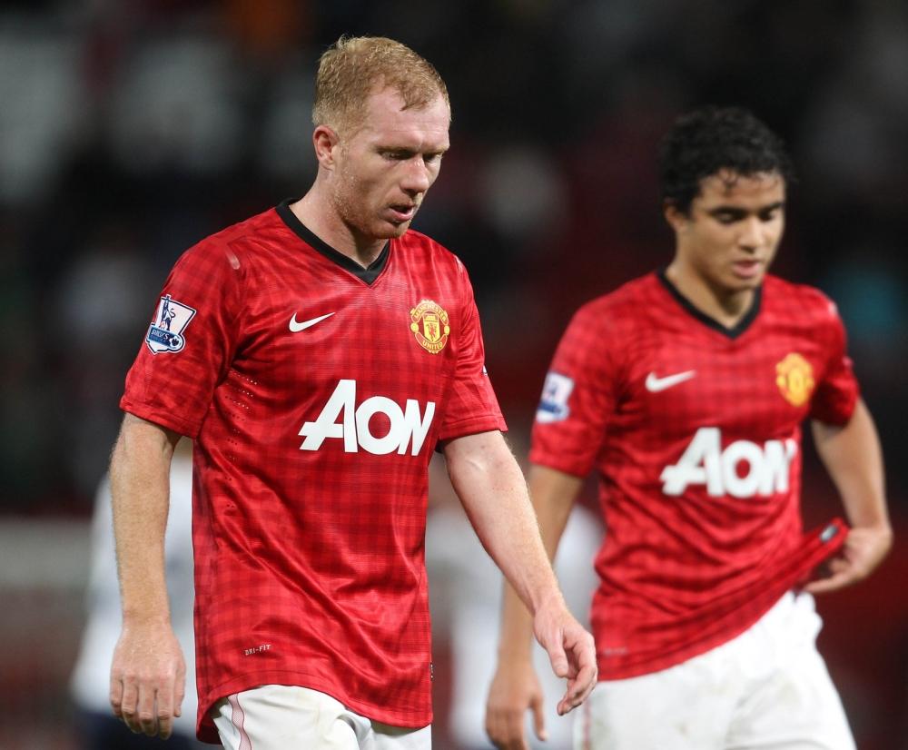 Paul Scholes dejection against Spurs. Football: Premier League: Manchester United 2 Tottenham 3.