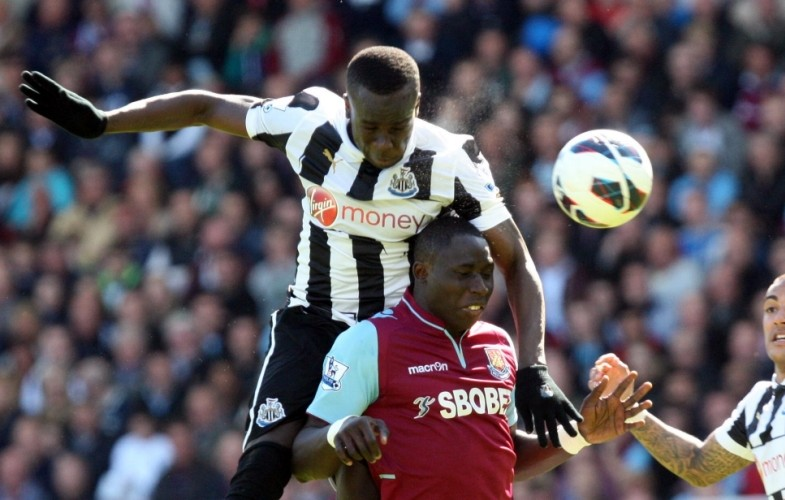 LONDON, ENGLAND - MAY 04 : Cheik Tiote of Newcastle United rises above Mohamed Diame during the Barclays Premier League match between West Ham United and Newcastle United at The Boleyn Ground on May 04, in London, England. (Photo by Ian Horrocks/Newcastle United via Getty Images)