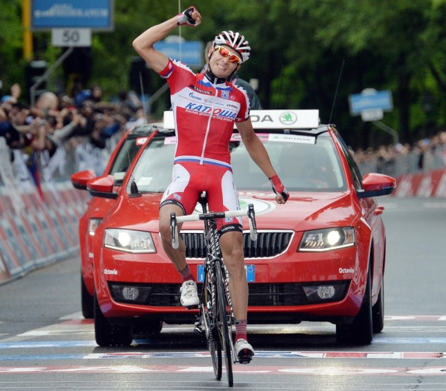 epa03697632 Russian cyclist Maxim Belkov of the Katusha team celebrates after winning the ninth stage of the Giro d'Italia from San Sepolcro to Florence, Italy, 12 May 2013.  EPA/LUCA ZENNARO