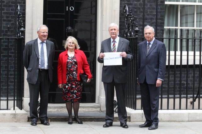 David Cameron faces revolt on gay marriage amid 'loons' row
