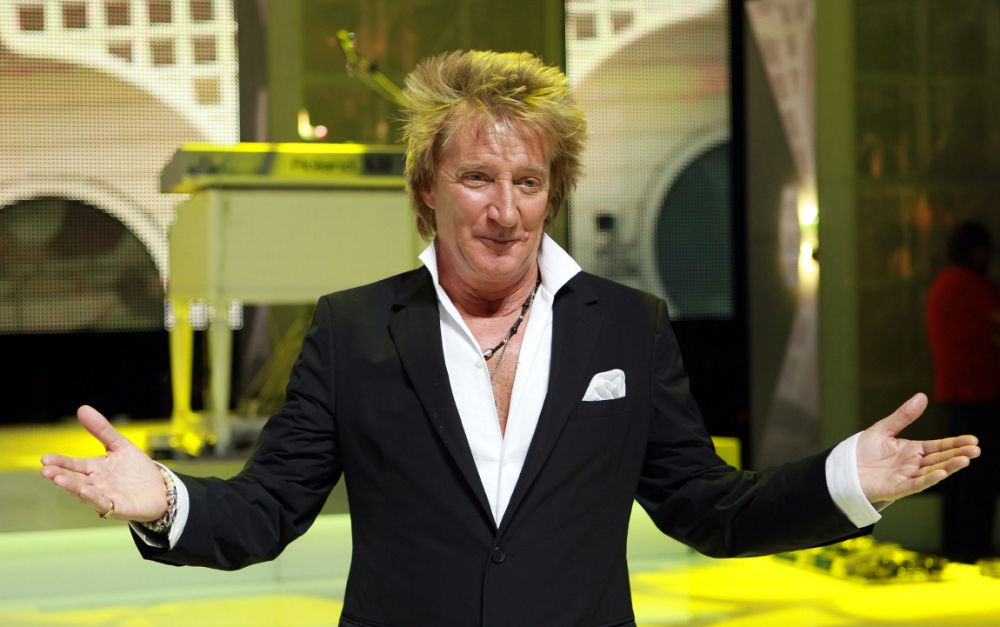 Rod Stewart storms to the top of the UK album charts