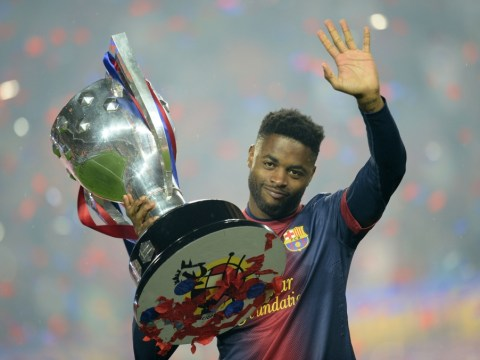 Alex Song embarrassingly tries to lift Barcelona's league title with Carles Puyol – video
