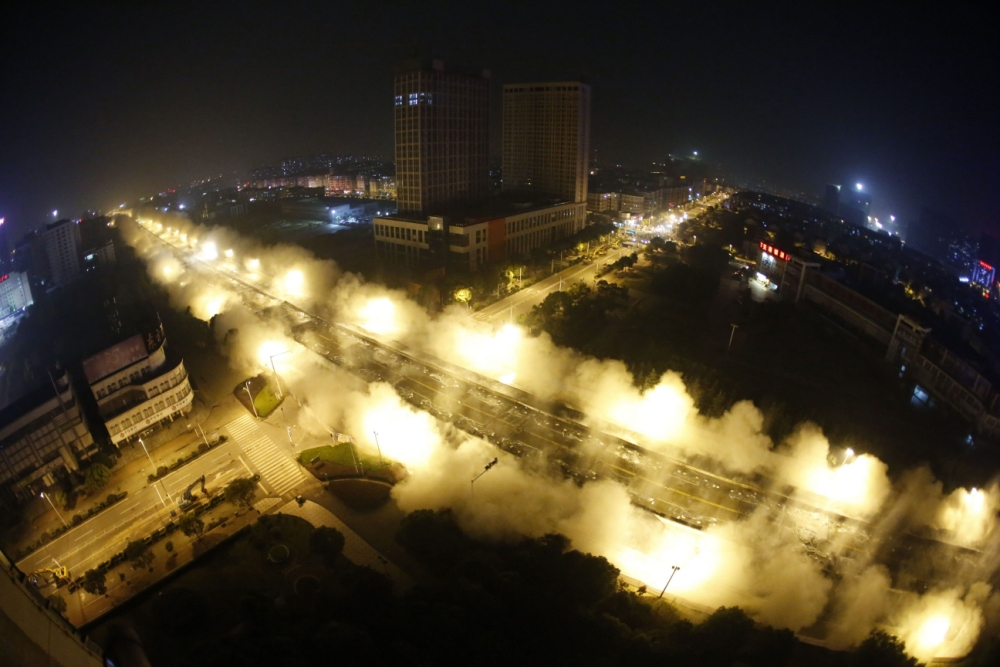Boom - 3km-long bridge is blown to smithereens in China