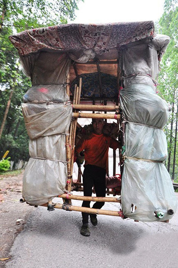 Liu Lingchao: Man builds home to carry on his shoulders in China