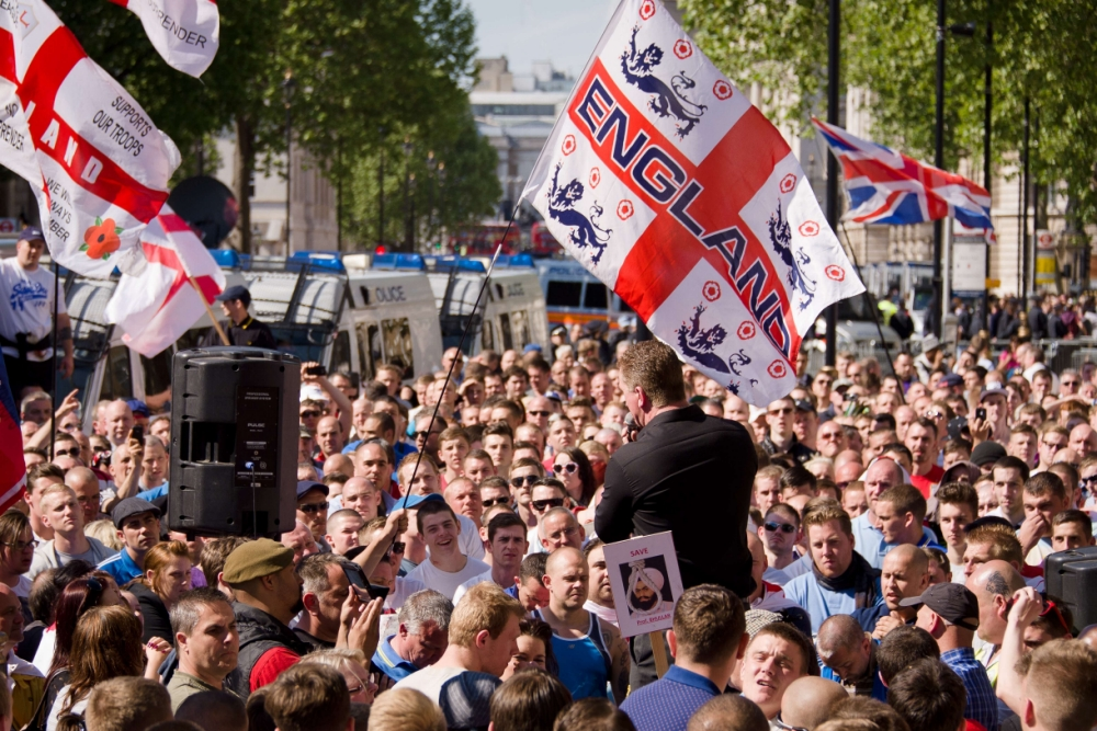 7/7 terror attacks hero who helped save people from train wreckage joins EDL