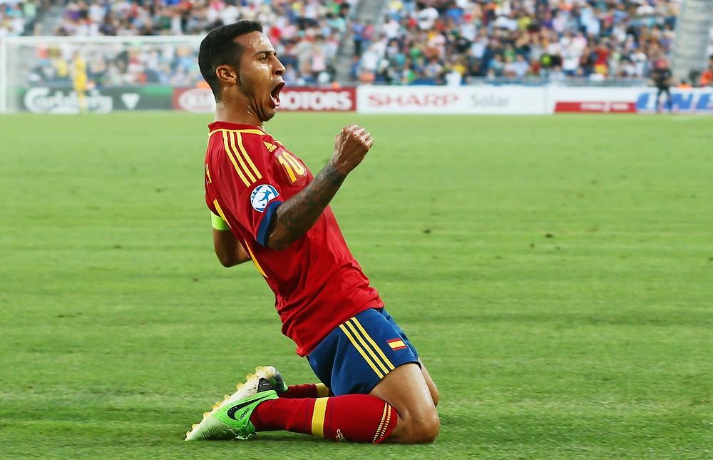 Johan Cruyff urges Barcelona to allow Thiago Alcantara to complete Manchester United transfer