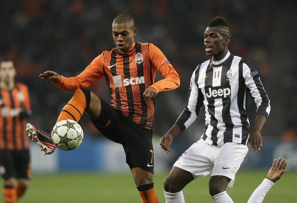 Fernandinho flies in as Manchester City close in on double transfer swoop