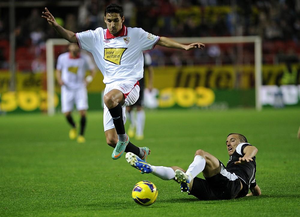 Manchester City complete signing of Sevilla's Jesus Navas