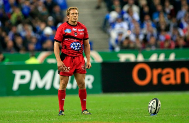 Toulon's Jonny Wilkinson prepares to kick a penalty in their French rugby union final against Castres at the Stade de France Stadium in Saint-Denis, near Paris, June 1, 2013.    REUTERS/Benoit Tessier (FRANCE - Tags: SPORT RUGBY)