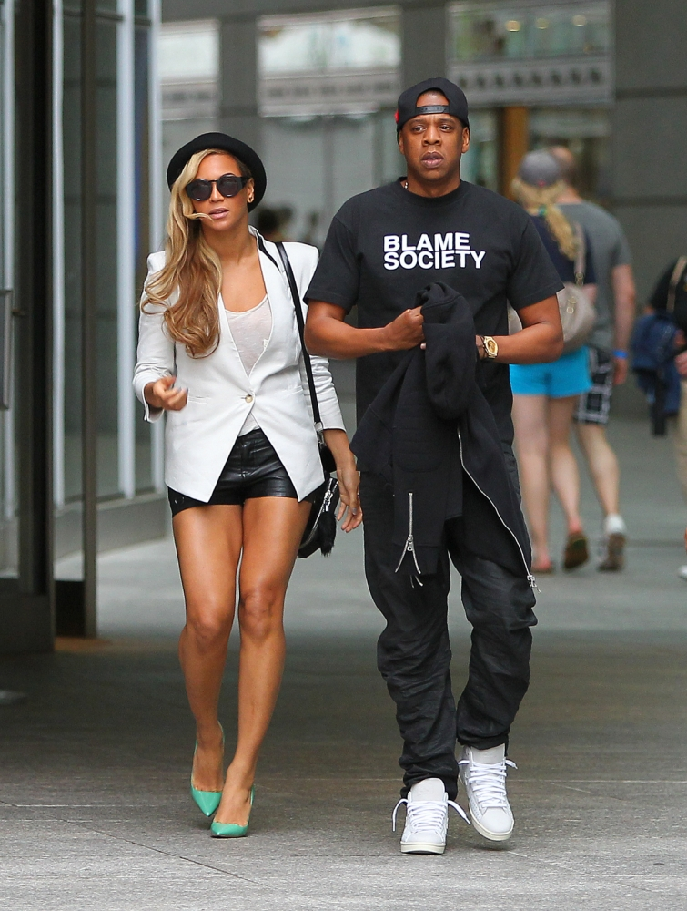 Jay Z and Beyonce leave a movie theater in NYC.  The cute couple left a movie theater on Sunday night. <P> Pictured: Jay Z, Jay-Z, Sean Carter, Beyonce <B>Ref: SPL554272  020613  </B><BR/> Picture by: Tom Meinelt / Splash News<BR/> </P><P> <B>Splash News and Pictures</B><BR/> Los Angeles: 310-821-2666<BR/> New York: 212-619-2666<BR/> London: 870-934-2666<BR/> photodesk@splashnews.com<BR/> </P>