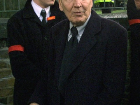 Still 'Mad' at 89 – Frankie Fraser given Asbo for fight at care home