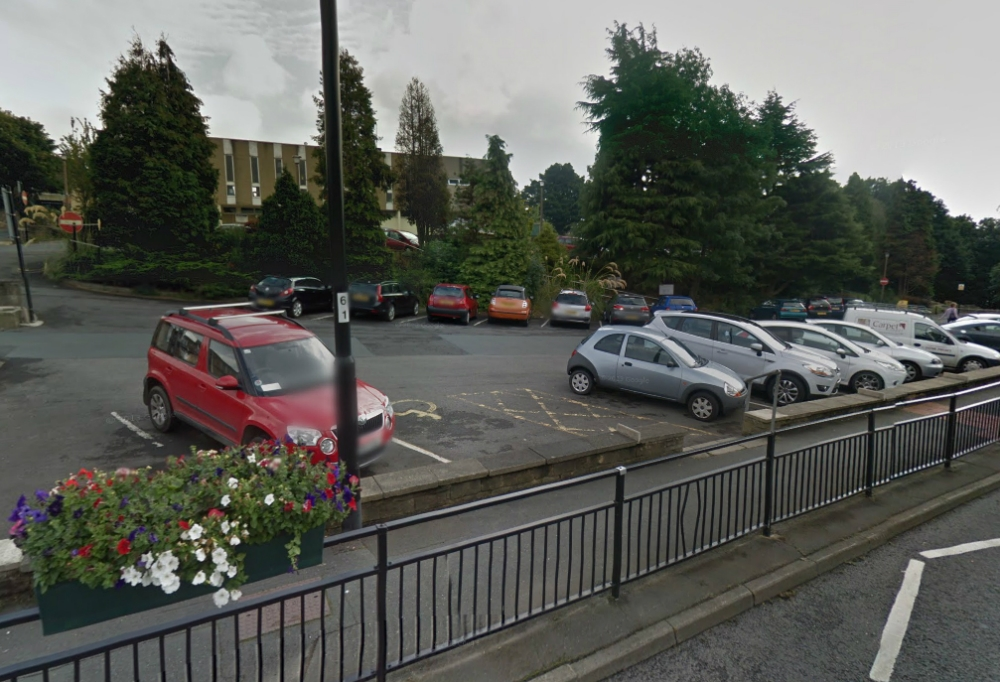 Bradford traffic wardens issue fines to drivers unable to use French car parking machine that only accepted euros