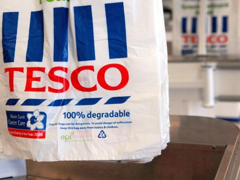 Tesco quarterly sales fall is blamed on the weak economy