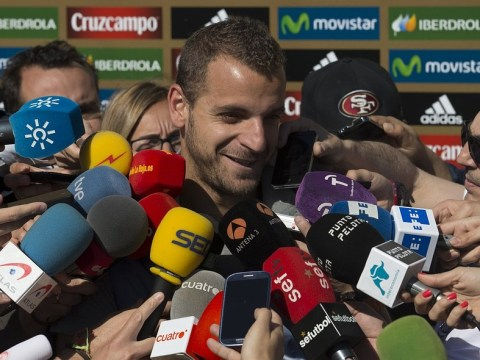 Roberto Soldado poised for Tottenham transfer after being replaced as Valencia captain