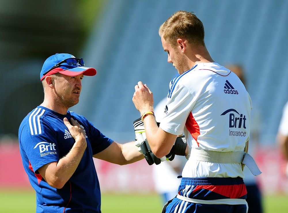 Ashes 2013: Stuart Broad backed by England coach Andy Flower over refusal to walk