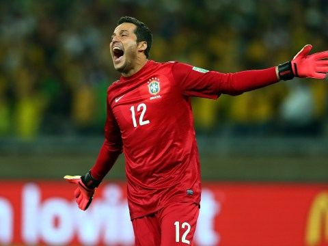 Arsenal tell Julio Cesar he must take pay cut to complete Gunners move