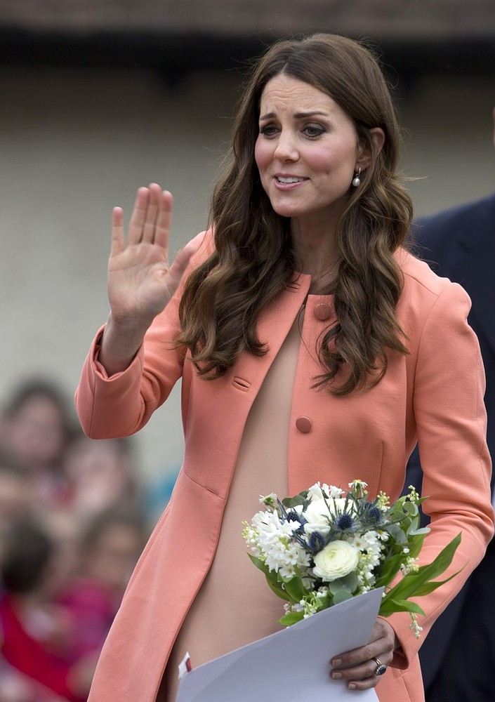 Royal baby: Kate Middleton admitted to hospital in early stages of labour