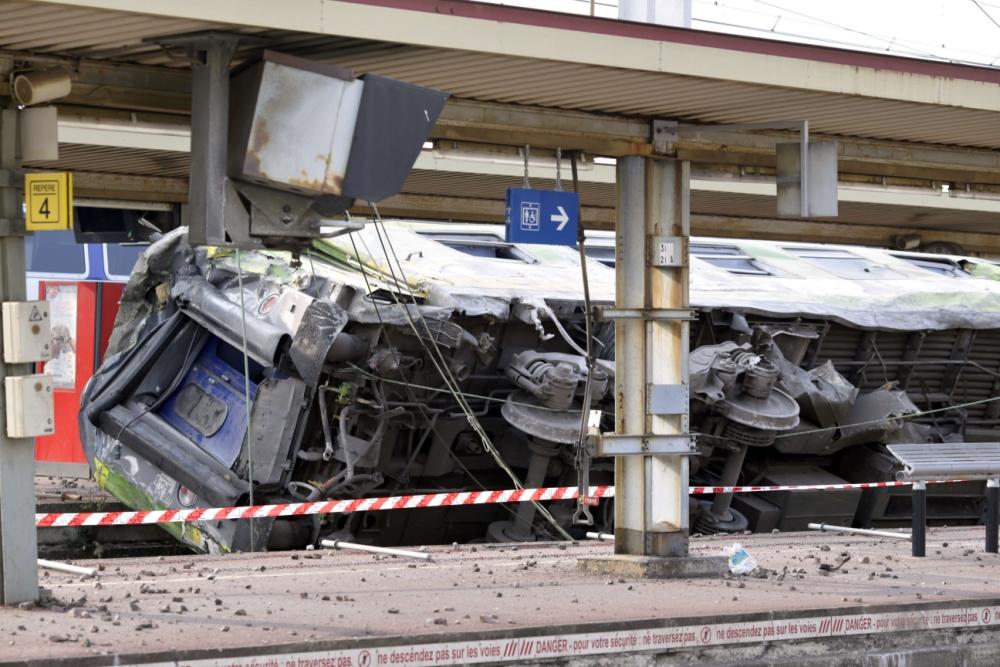 Train crash, near Paris