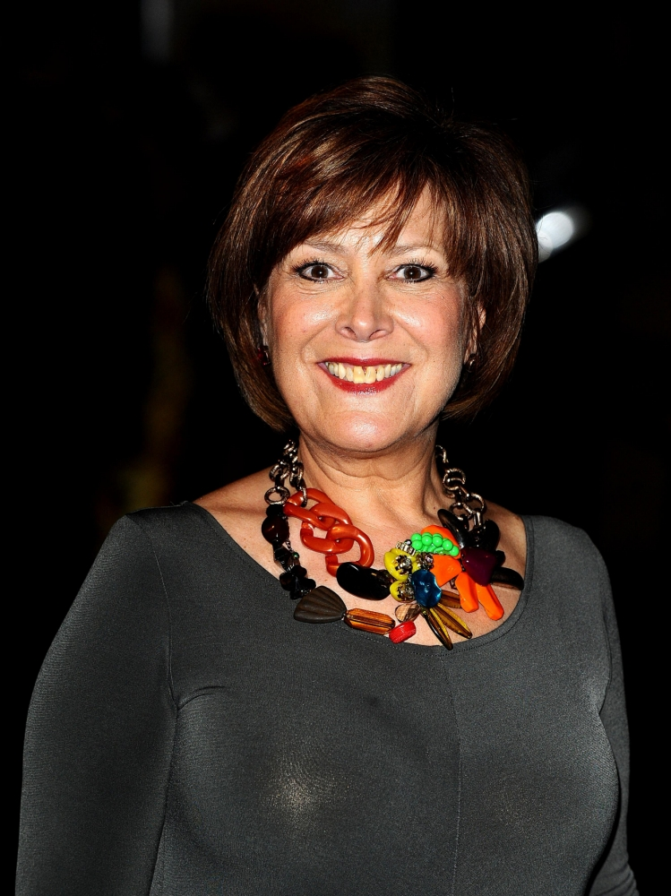'Oxo mum' Lynda Bellingham postpones play after being diagnosed with cancer