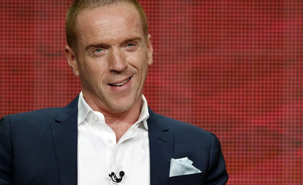 Homeland's Damian Lewis takes selfie on Barack Obama's loo in White House