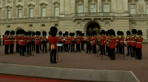 Video: Guardsmen play Congratulations to celebrate birth of royal baby
