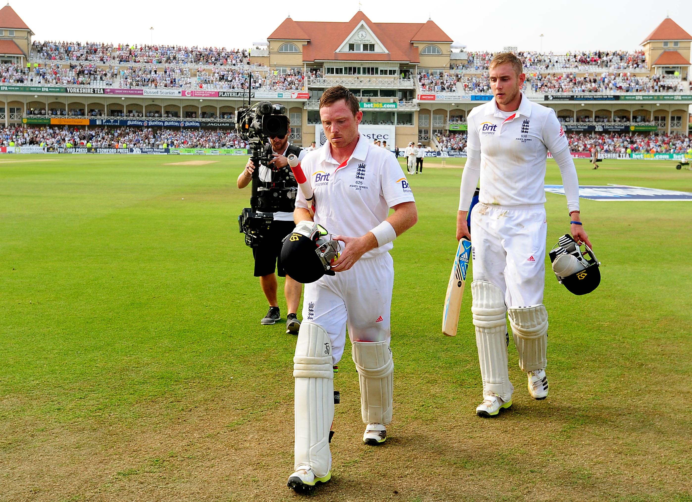 Ian Bell and Stuart Broad's partnership helped England take a decisive lead (Picture: PA)