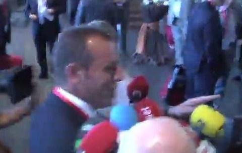 Barcelona president Sandro Rosell takes refuge in female toilets to hide from press