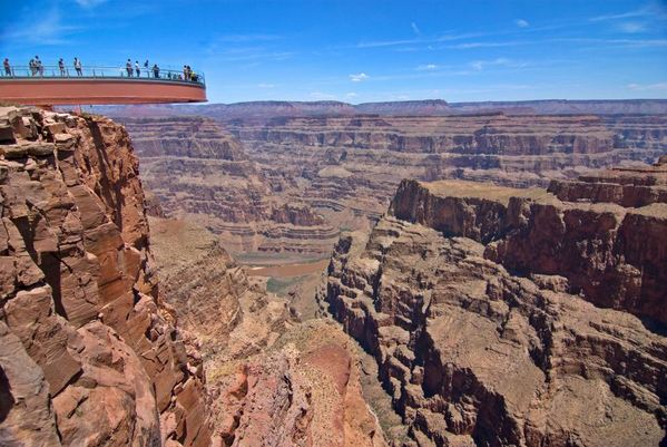 British family survive Nevada desert coach crash