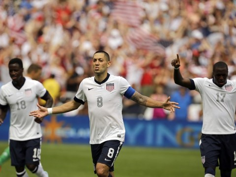 Tottenham midfielder Clint Dempsey flies to the United States to 'talk to Everton'