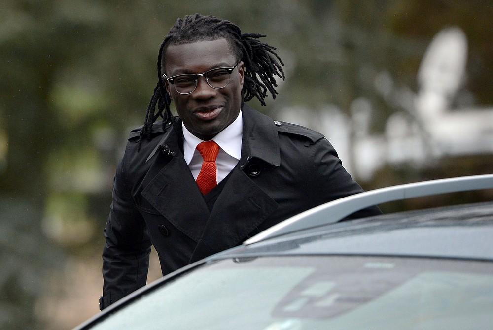 Newcastle revive Bafetimbi Gomis transfer talks