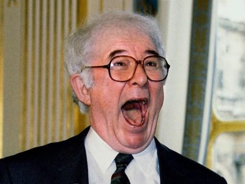 Bill Clinton pays tribute after Irish poet Seamus Heaney dies aged 74