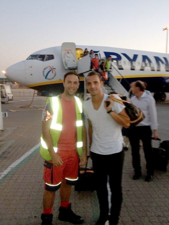 Roberto Soldado (right) arrived in London in style (Picture: Twitter)
