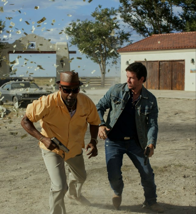 Denzel and Wahlberg scarper in 2 Guns (Picture: Entertainment One)