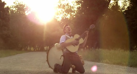 Jason Sudeikis in Mumford & Sons parody
