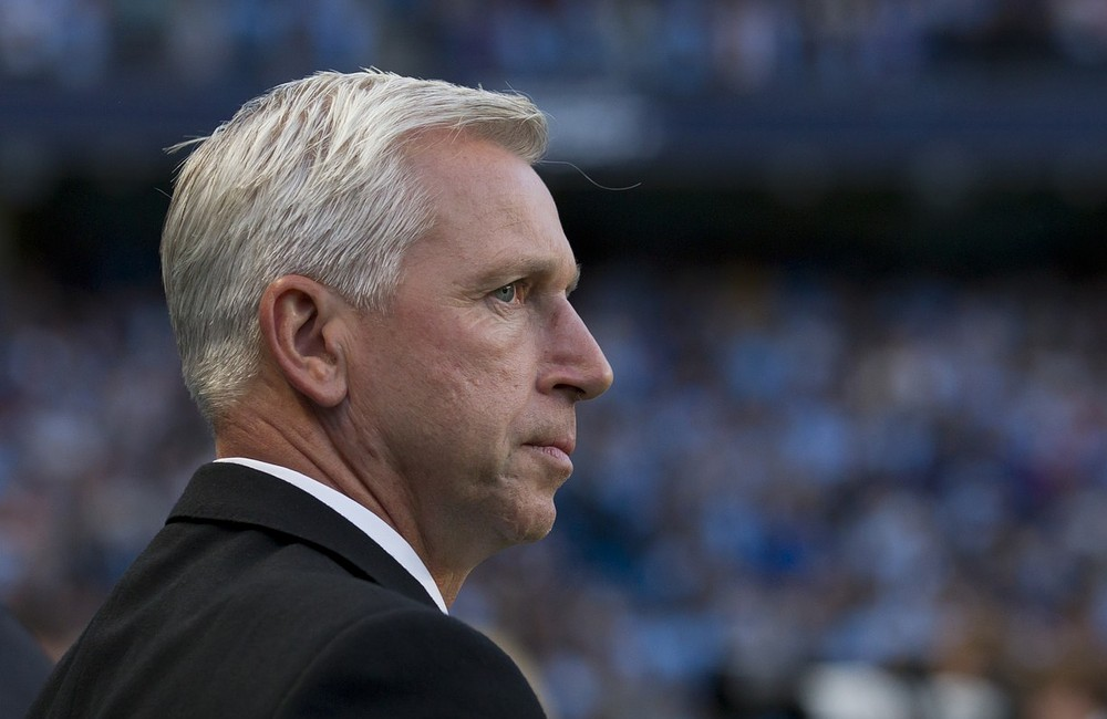 Alan Pardew defends Joe Kinnear's transfer-window activity amid Newcastle fan revolt