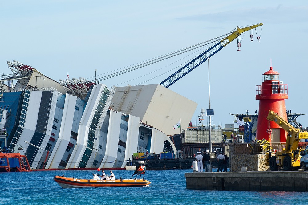 Costa Concordia free from rocks but no sign of bodies, as salvage operation continues
