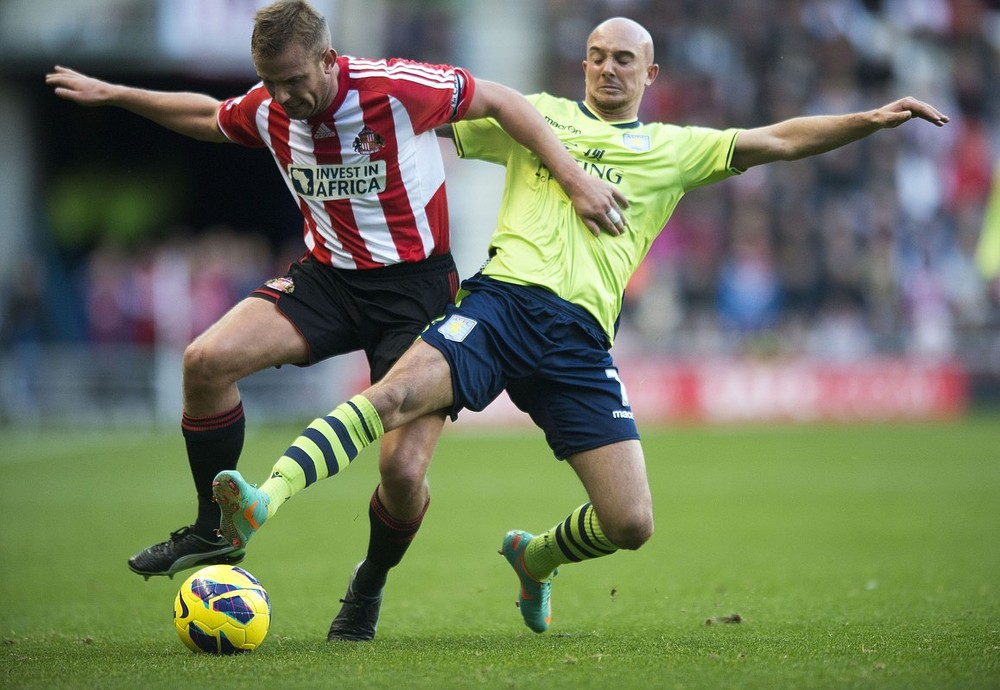Sunderland's Lee Cattermole and Aston Villa's Stephen Ireland battle for the ball during the Barclays Premier League match at the Stadium of Light, Sunderland. PA Wire/Press Association Images