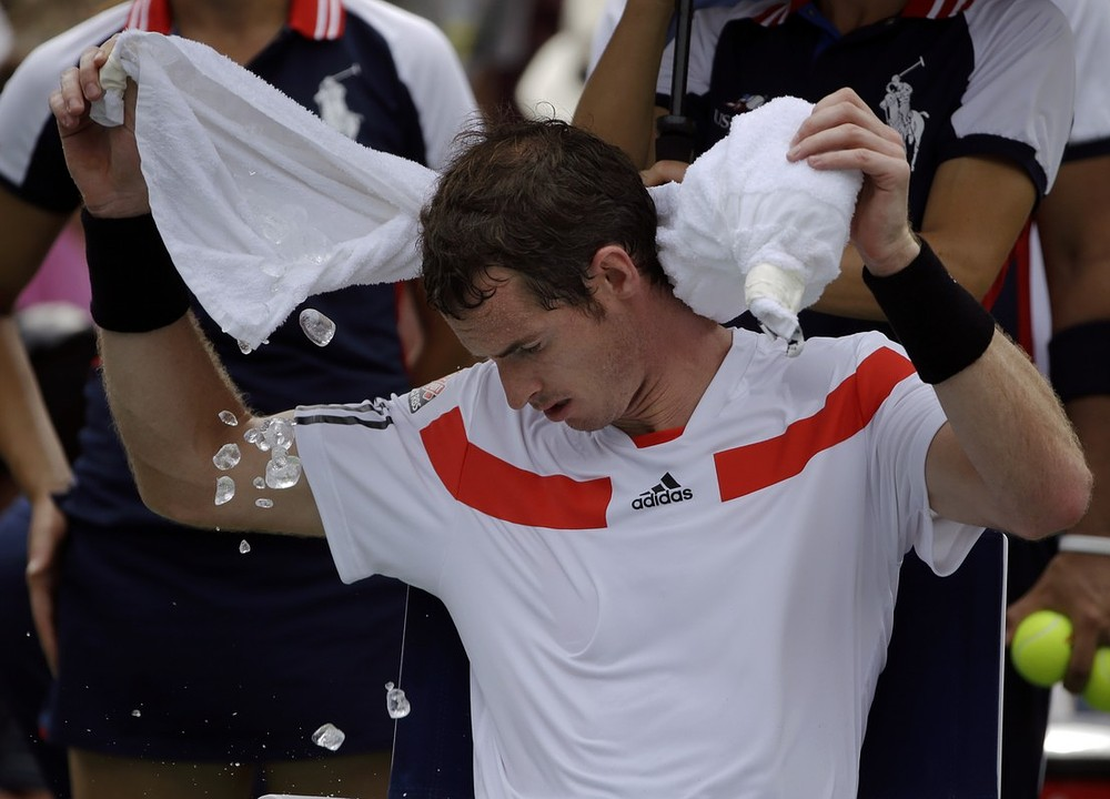 Andy Murray thunders past Florian Mayer then hopes for storms