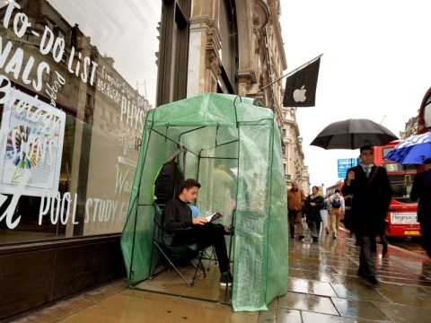 Apple fans already queuing outside Regent Street for iPhone 5S launch