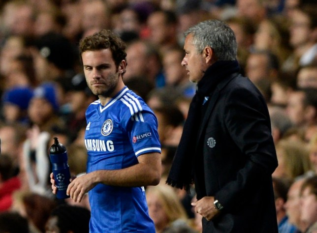 Chelsea's manager Jose Mourinho (R) prepares to bring on substitute Juan Mata during their Champions League soccer match against Basel at Stamford Bridge in London September 18, 2013.    REUTERS/Dylan Martinez (BRITAIN - Tags: SPORT SOCCER)