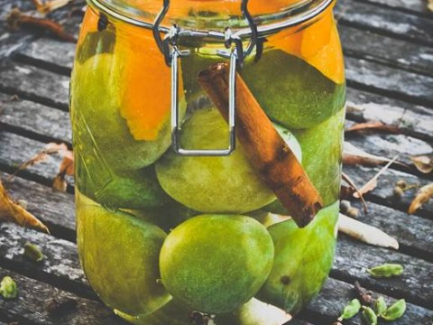 Recipe: How to make homemade greengage gin