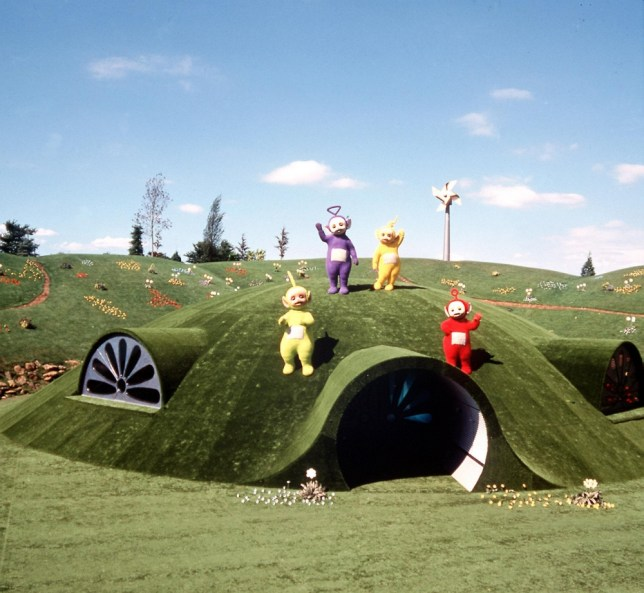 "Television programme: ""TELETUBBIES"" Picture Shows: The Teletubbies on top of the Tubbytronic Superdrome in Teletubbyland TX:BBC-2 Weekdays and Sunday omnibus edition COPYRIGHTED IMAGE FROM BBC ALL RIGHTS RESERVED...0181 225 8399 Unmanipulated picture Weekdays and Sunday"