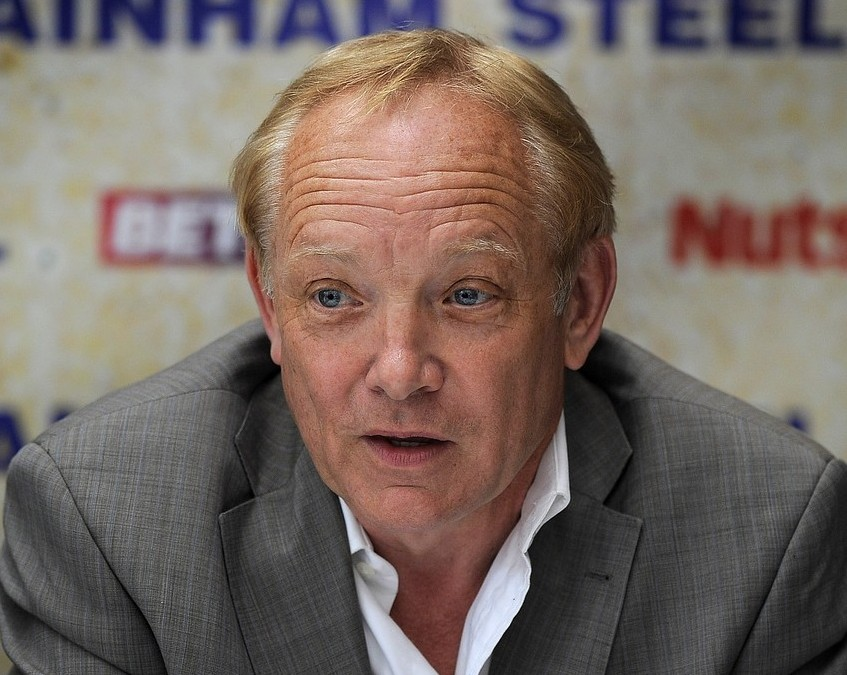 Boxing promoter Frank Maloney decides to retire after a glittering career