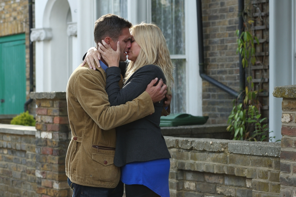 Programme Name: EastEnders - TX: 15/10/2013 - Episode: n/a (No. 4729) - Embargoed for publication until: 08/10/2013 - Picture Shows: Realising they will never get over their past together, the two have an emotional discussion and Ronnie makes a heart breaking decision, which makes Jack realise he needs to leave Walford. Jack Branning (SCOTT MASLEN), Ronnie Mitchell (SAMANTHA WOMACK) - (C) BBC - Photographer: Jack Barnes