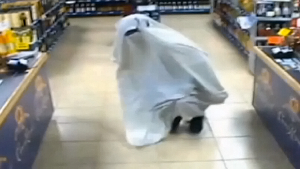 It's a g-g-g… guy in a sheet: Scooby-Doo style ghost trick fails to scare police