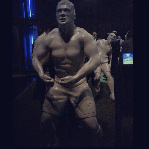 Porto pay homage to Hulk by producing bizarre half-naked sculpture