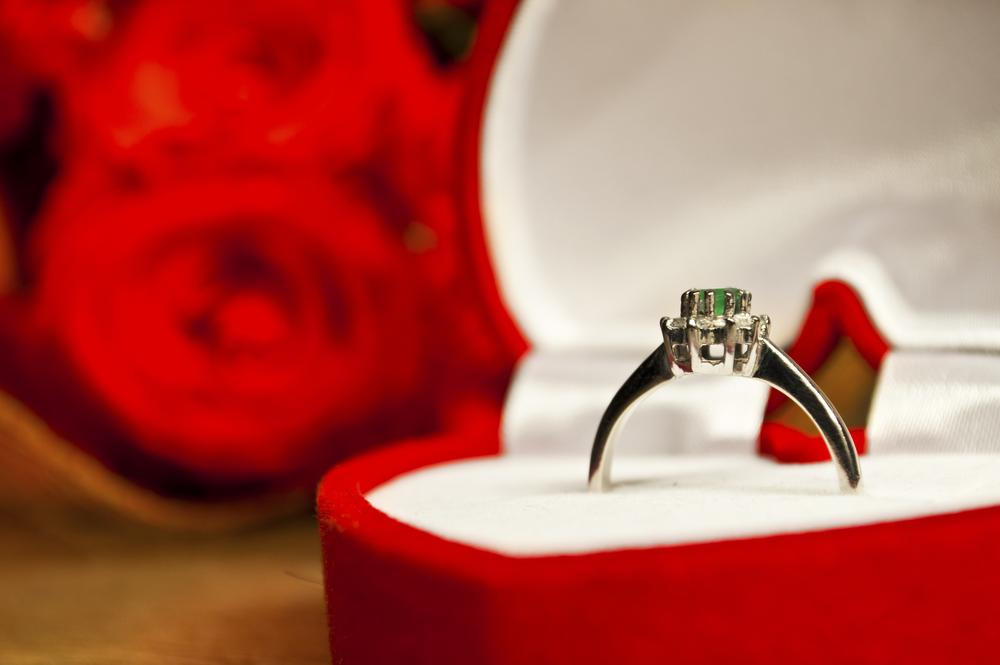 9 ingenious ways to get a wedding proposal this Christmas