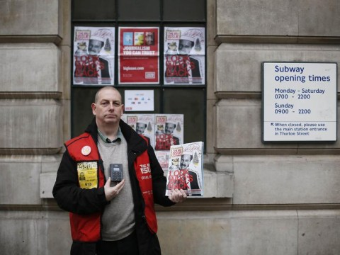 Big Issue seller Simon Mott becomes first street vendor to accept card payments