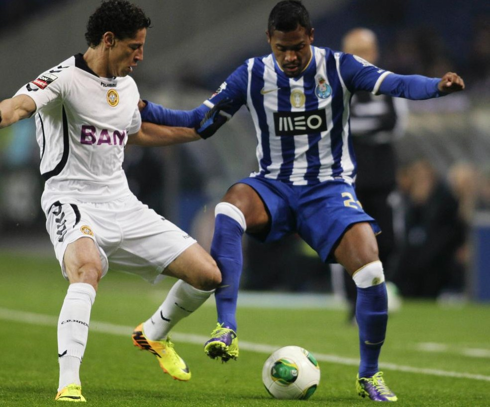 Manchester United target Porto left-back Alex Sandro to replace Patrice Evra