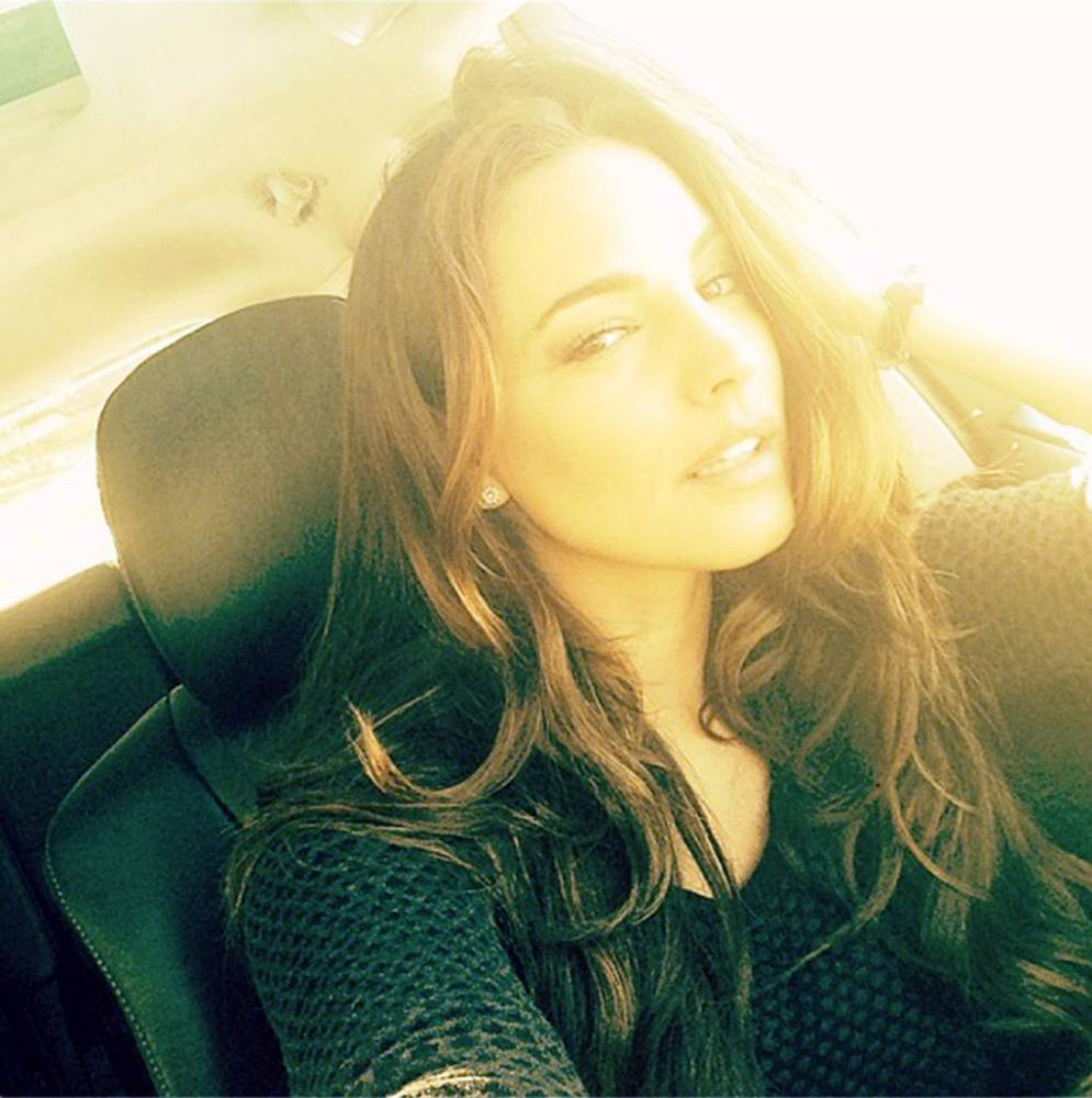Kelly Brook's 5-step guide to the ultimate selfie